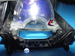 Mitsubishi-915P04910 Retirando la Lampara