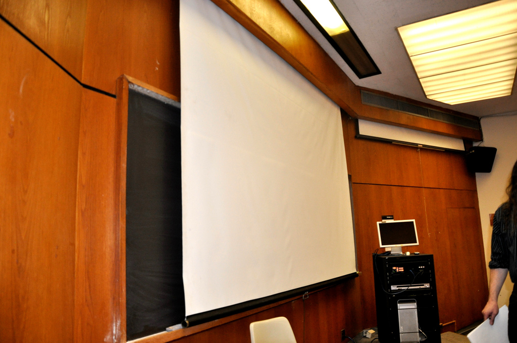 Projector_Screens_Materials_grey_vs_white