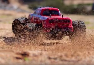 red-truck-kicking-up-dirt-desert-mx-08-26-2015(1)